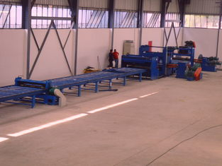 China 37kw scrape edge slitting and Taper Cutting Machine , cut to length line for light pole factory
